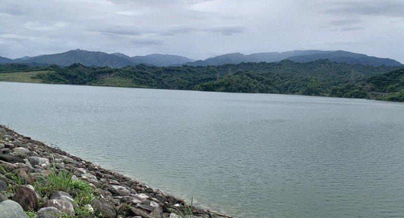 雲林主要民生用水水源地的湖山水庫水位下降,自來水公司實施夜間供水減壓。圖/本報資料照片