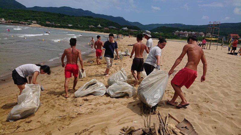 住房撿1袋垃圾送500購物金,這飯店響應淨灘房間放夾子。圖/福容大飯店福隆提供