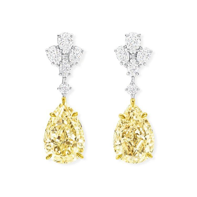 劉嘉玲身上配戴的海瑞溫斯頓高級珠寶系列鑽石及黃鑽耳環,鑲嵌2顆水滴型切工黃鑽總重...