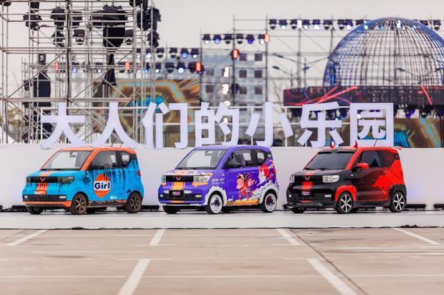 五菱汽車3月4日以「大人們的小樂園」為主題,在上海舉辦宏光MINIEV車友會,吸引不少車主到場大秀自己愛車酷炫的設計。圖/取自《界面新聞》