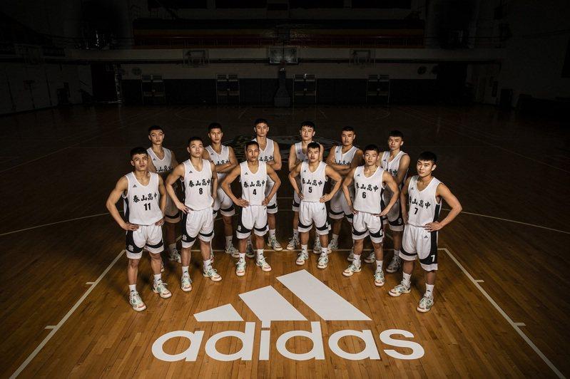 adidas力挺泰山高中隊闖進HBL決賽,獻上哈登第五代簽名Harden Vol.5戰靴。圖/adidas提供