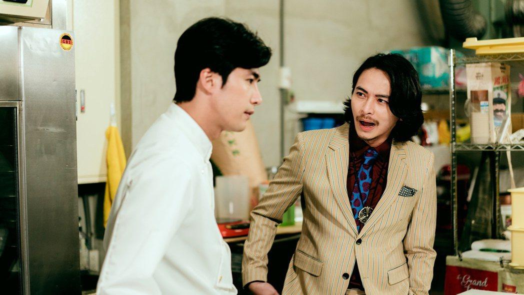 賀軍翔(左)與楊銘威演「天巡者」。圖/三立提供