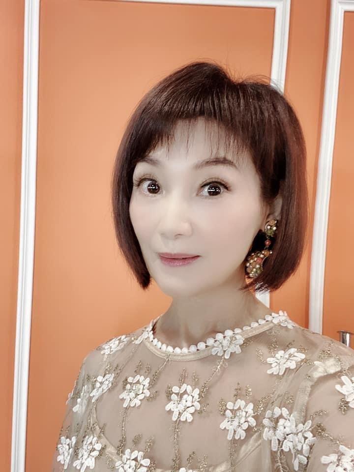 陳瓊美投入保養事業,私下也注重保養。圖/摘自臉書