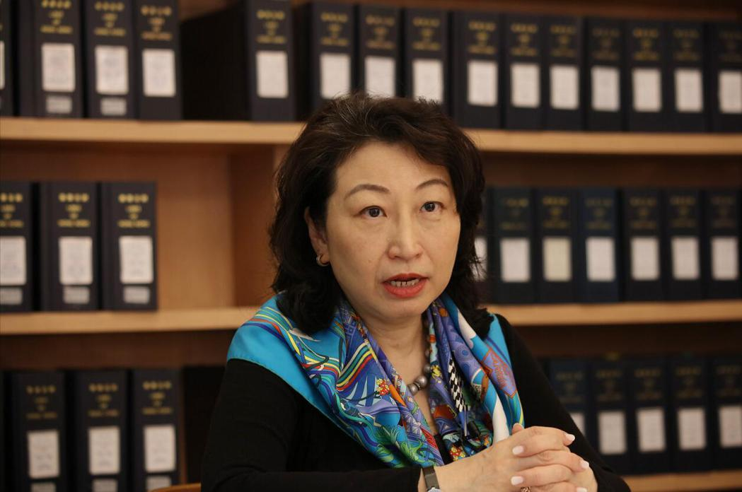 香港律政司司長鄭若驊表示,會致力配合相關政策,以盡早完善香港選舉制度。(圖/取自...