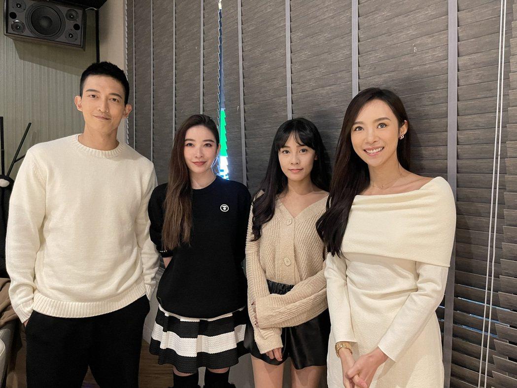 康茵茵(右起)高妍妍、許維恩和王家梁出席經紀公司維恩原創春酒。記者楊起鳳/攝影