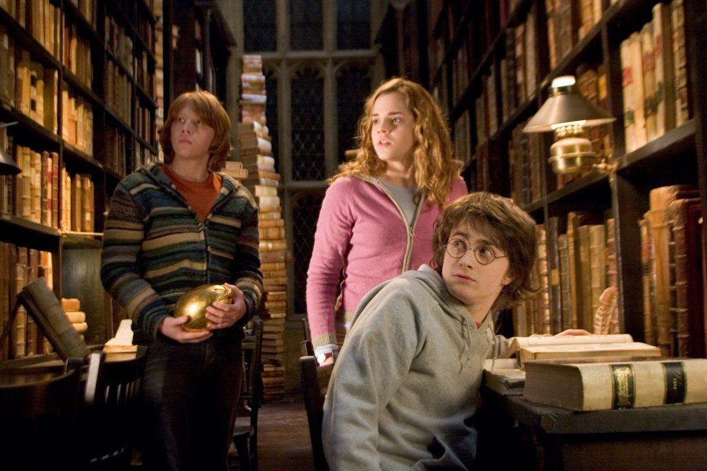 艾瑪華森(中)從小就在「哈利波特」影片演妙麗。圖/摘自imdb