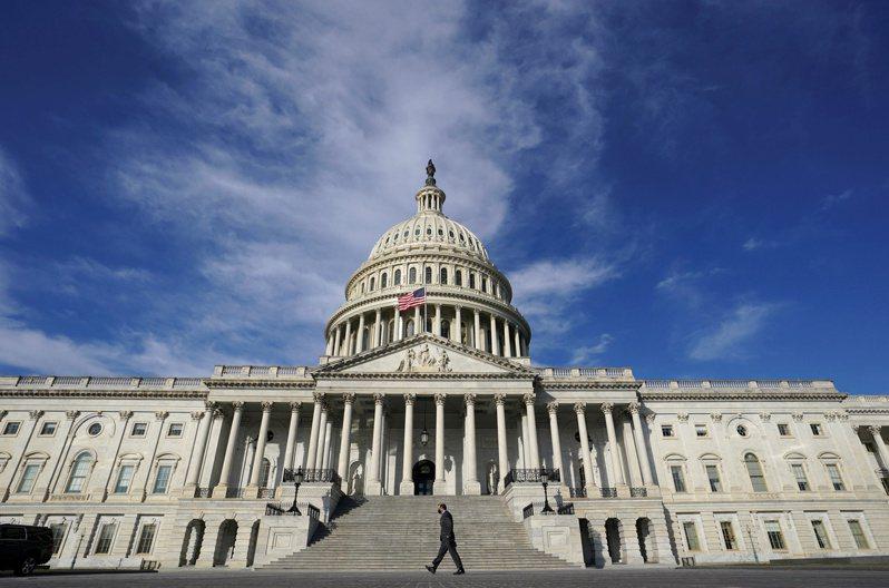 美參院民主黨敲定折衷版本,拜登的1.9兆美元疫情紓困法案排除一大路障。 (路透)
