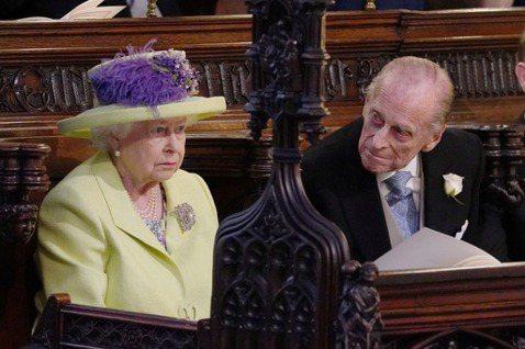 英國皇室如果從多年前黛安娜王妃與查爾斯王子離婚後的外界反應得到教訓,就該知道超人氣人物的威力,無奈他們並沒有變得更應對得體,以至於現在黛安娜的媳婦梅根,又要再讓他們嘗到一次慘痛的苦果。梅根與丈夫哈利...