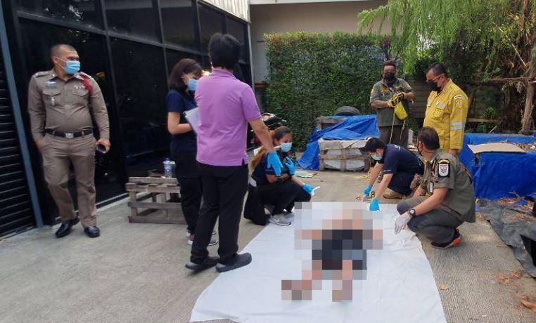 泰國一名42歲的廚師日前上吊輕生,警方獲報後立即趕往現場。 圖翻攝自泰國《DailyNews》