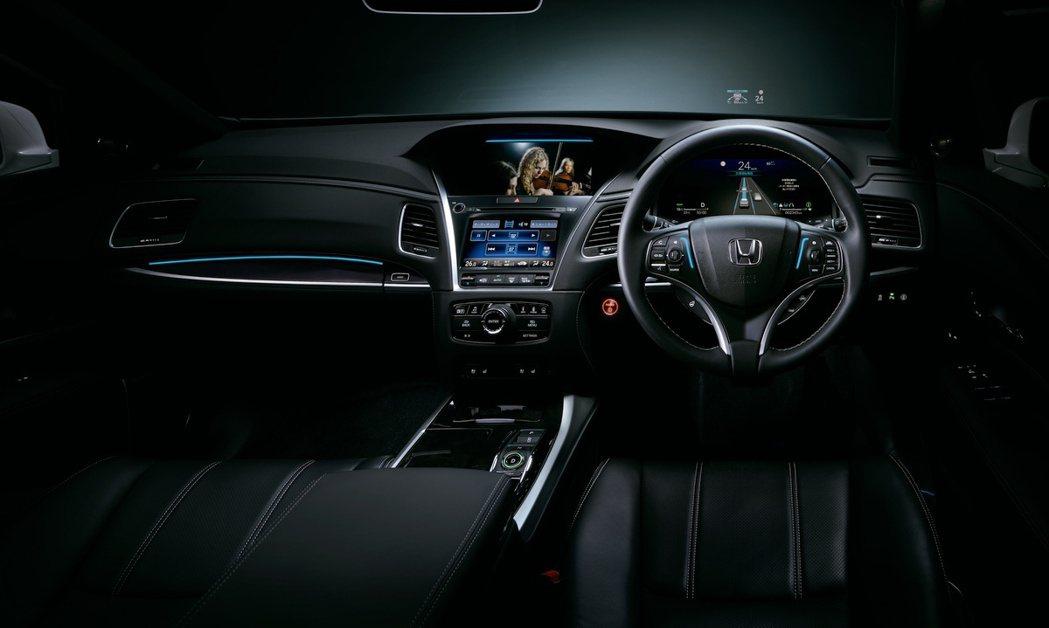 配有該系統的Honda Legend上都有明確燈號。 摘自Honda