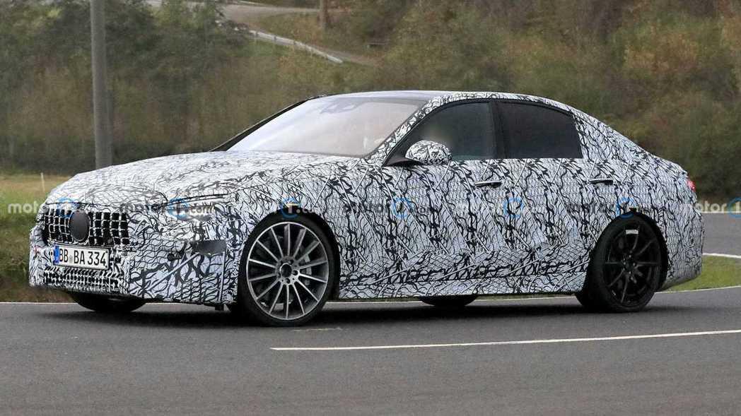 Mercedes-AMG C45偽裝車(暫定)。 摘自Motor1