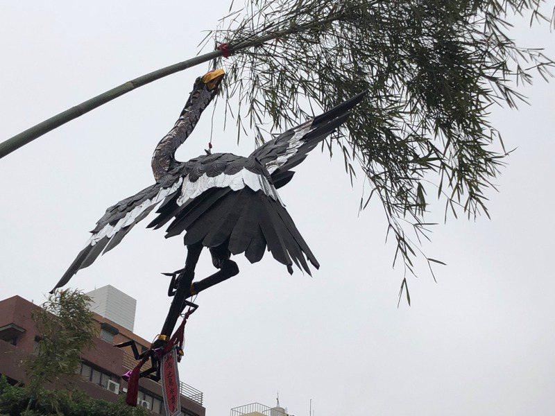 鎮瀾宮祈雨,高掛傳説中的知雨之鳥「商羊」。記者陳秋雲/攝影