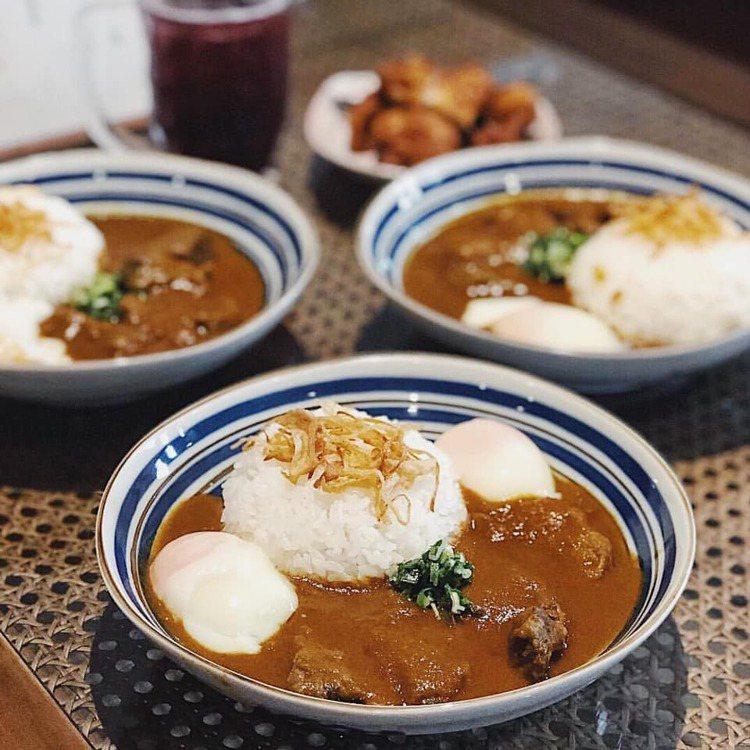 新高軒以提供日式傳統咖哩為主。圖/取自新高軒粉絲頁