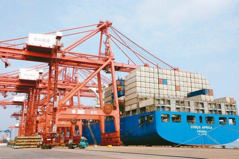 大陸今年前2月外貿進出口額同比增32.2%。新華社