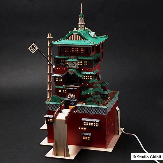 神隱少女木製模型油屋(彩色版),4,900元。圖/橡子共和國提供