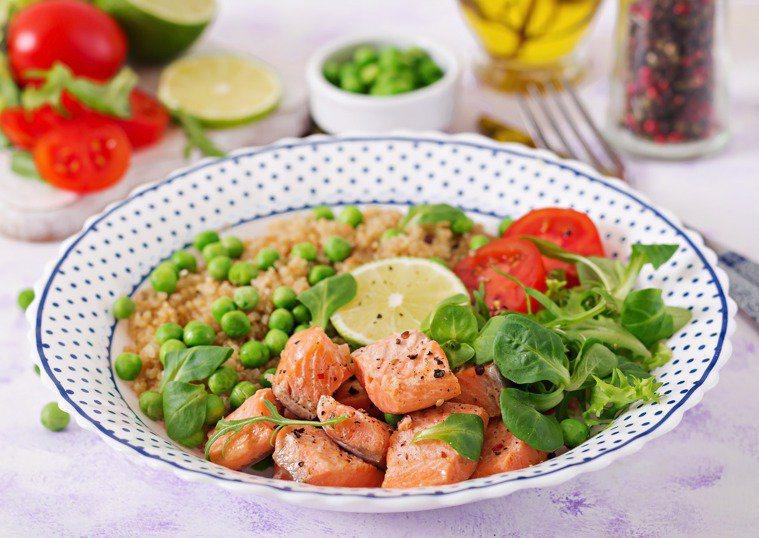 營養師指出,日常減重飲食把握「低熱量」、「均衡營養」且「能獲得飽足感」原則。圖/...
