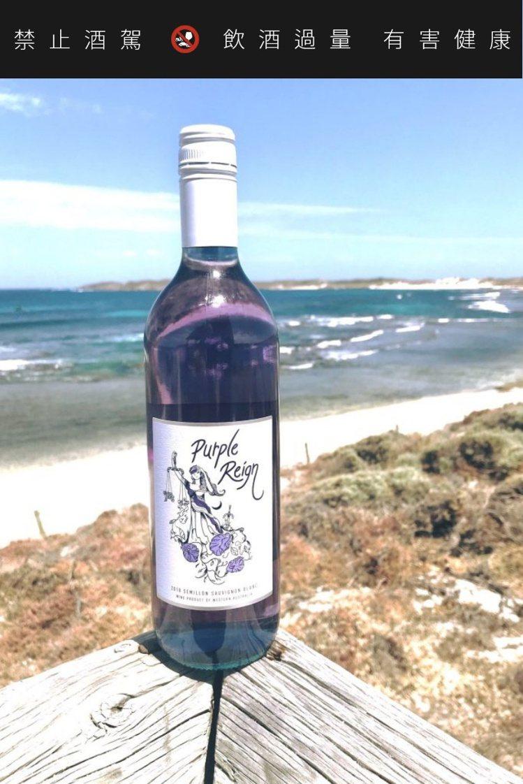 今年夏天的海邊,應該會出現紫色葡萄酒的蹤跡。圖/摘自purplereign.co...