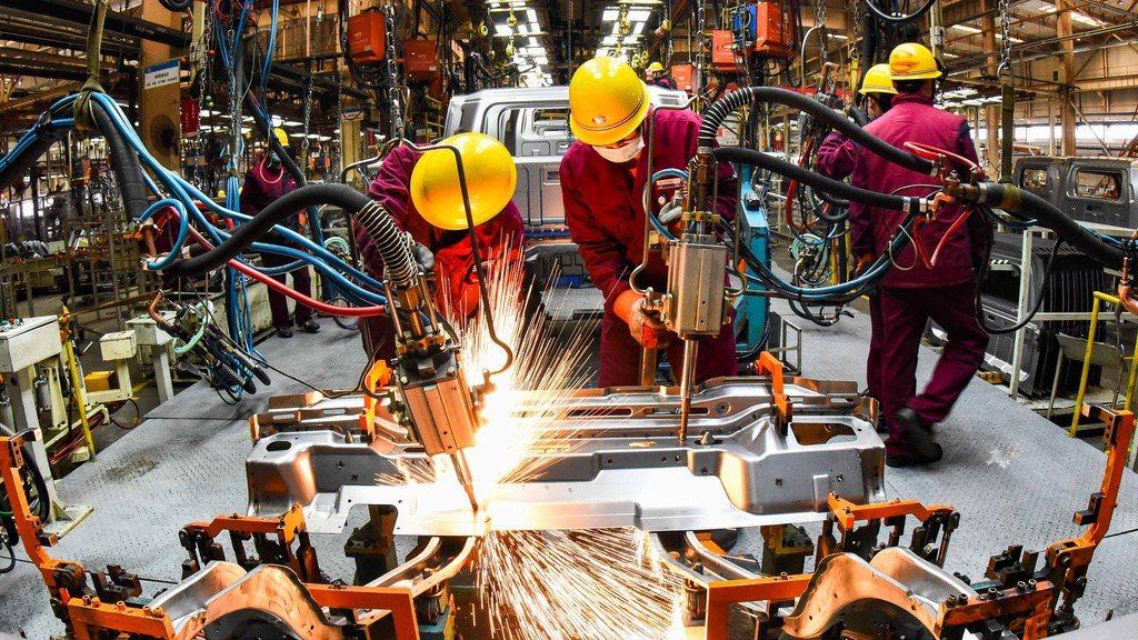 大陸前工信部長苗圩7日表示,大陸實現製造強國目標至少還需30年。(香港經濟日報)