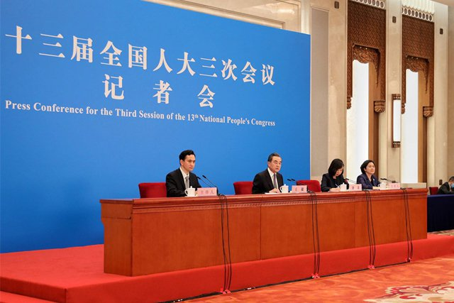 大陸國務委員兼外交部長王毅出席大陸外長記者會。(人民網)