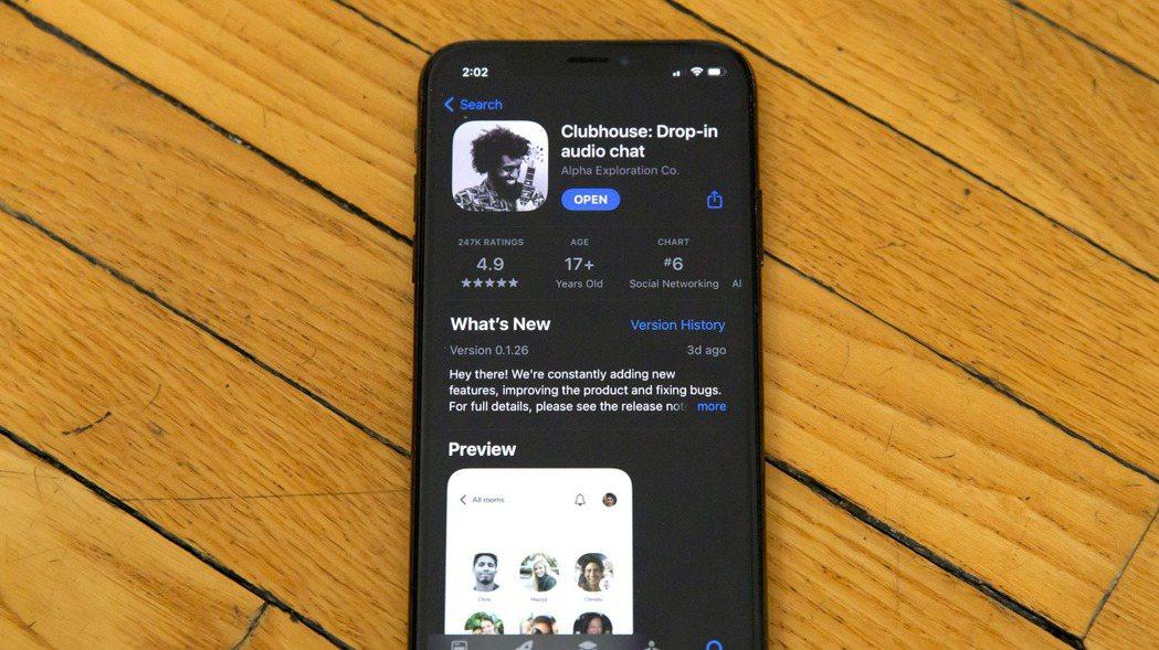 Clubhouse是一款以聲音為主,只有受邀者才進得來的社交網路,有點像播客,也...