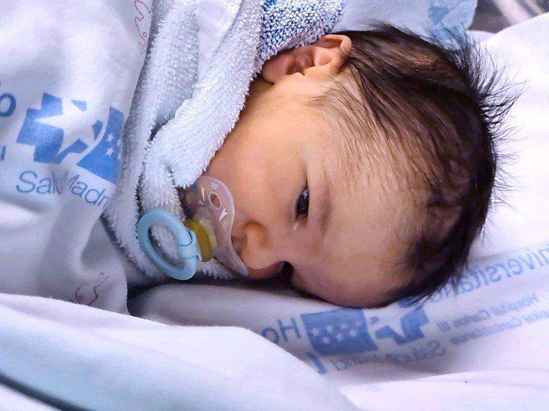 西班牙馬德里一所醫院的新生兒。人口統計學家警告,若疫情和其經濟影響持續,出生率可能會繼續下降。法新社