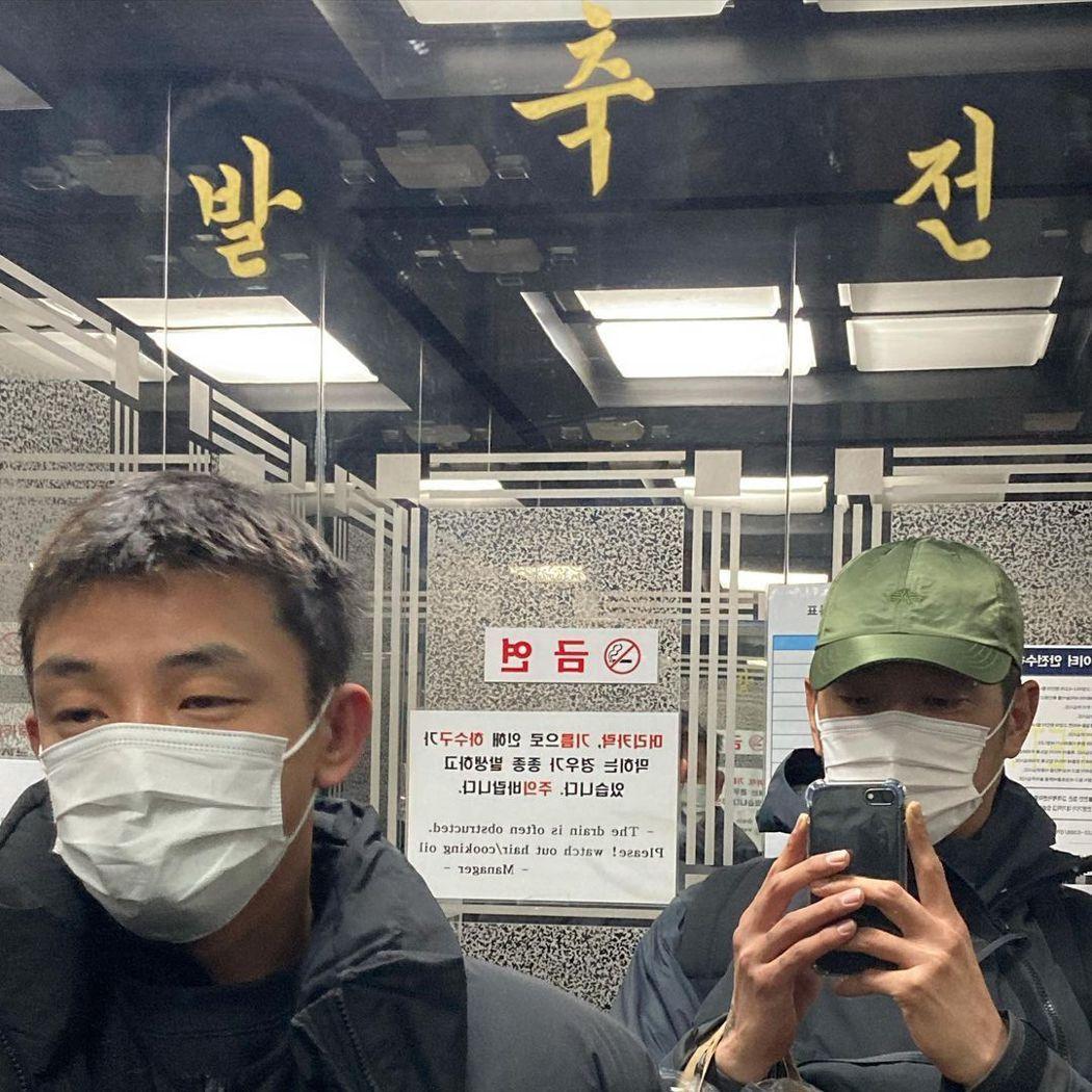 崔河那貼出不少與劉亞仁的合照。 圖/擷自崔河那IG