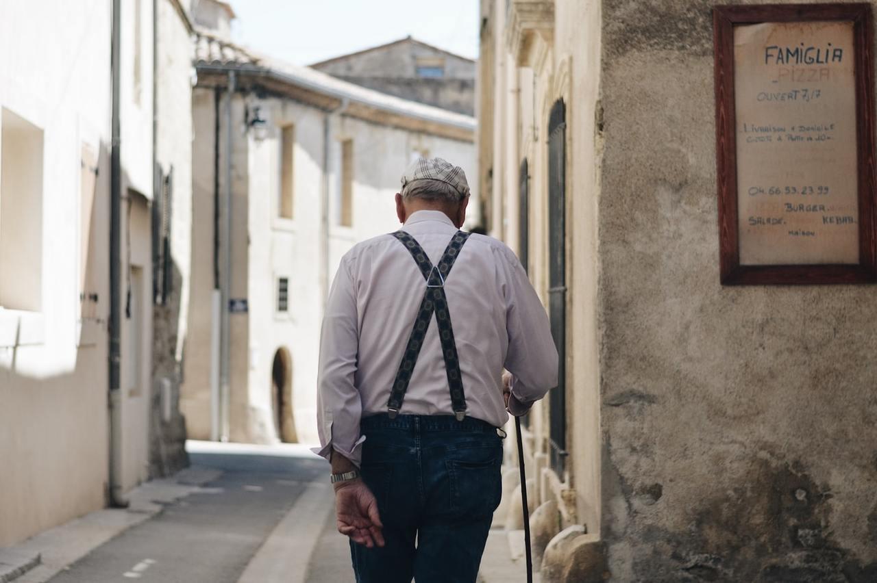 當勞工退休時,就可以向勞保局申請領回這個專戶中所有累積的本金和投資收益,將帳戶的...