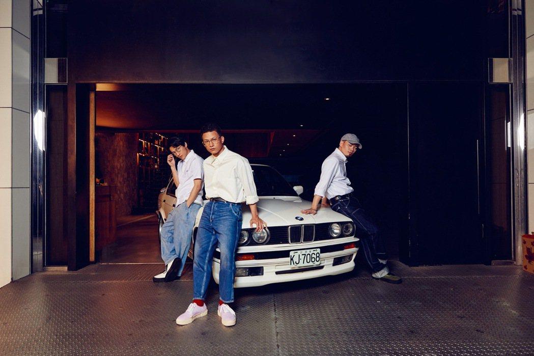 第二代3系列E30不僅是3系列首次推出Sedan及Touring車型,經典的雙頭...