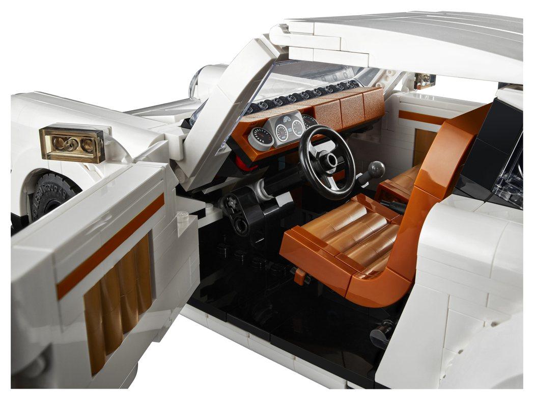 車內細節也做到相當高的還原度。 圖/LEGO提供