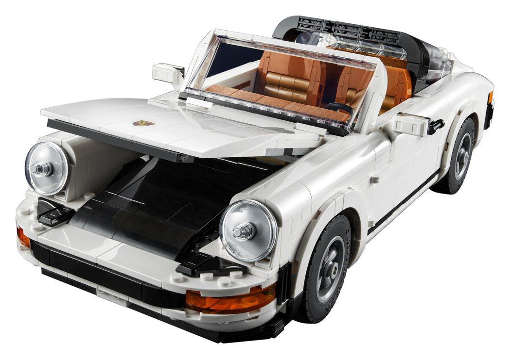 移除Targa的車頂,可輕鬆收進前方置物箱內。 圖/LEGO提供