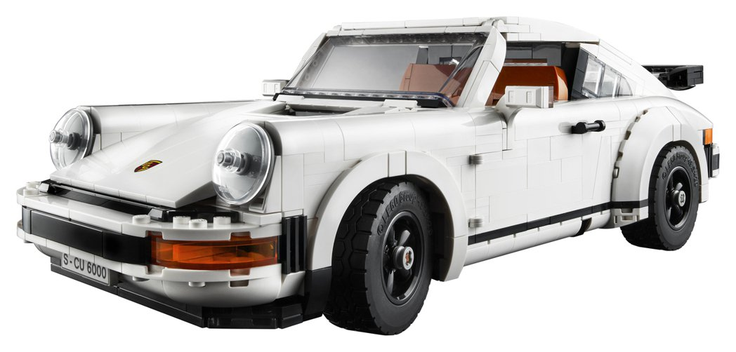 「LEGO 10295 保時捷 911」,以1,458片零件組成,拼湊完成後的長...
