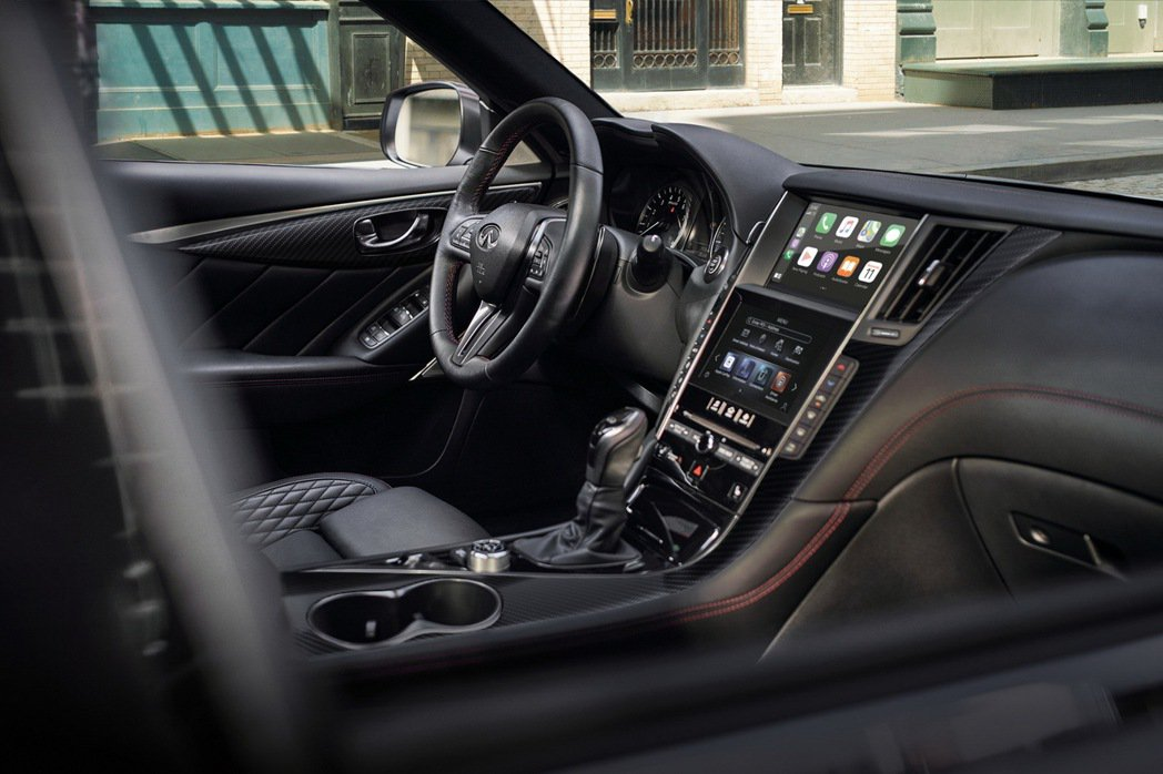 Q50 300GT全車系標配Apple CarPlay & Android Au...