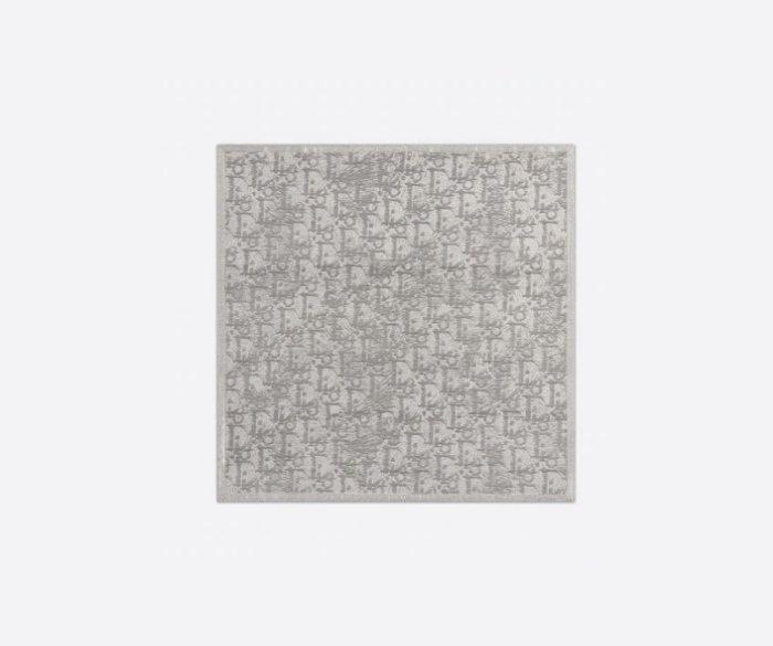 DIOR Oblique口袋方巾/5,000元 。圖/微新聞提供 source...