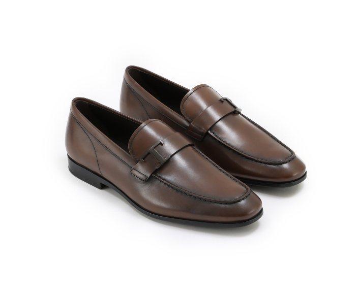 TOD'S TIMELESS樂福鞋-咖啡色。圖/微新聞提供