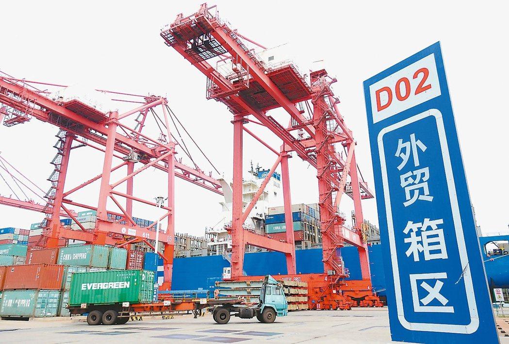 大陸今年前兩個月進出口數據表現亮麗。圖為江蘇連雲港。 新華社