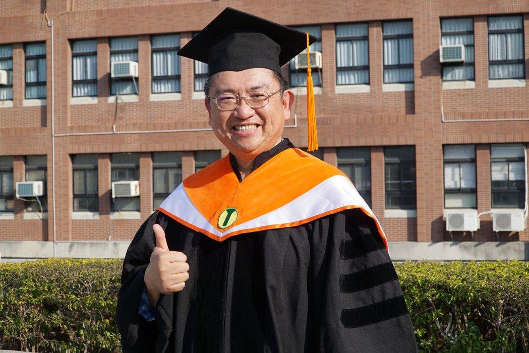 五育高中李昌懋老師獲大葉大學環工系博士學位。 大葉大學/提供。