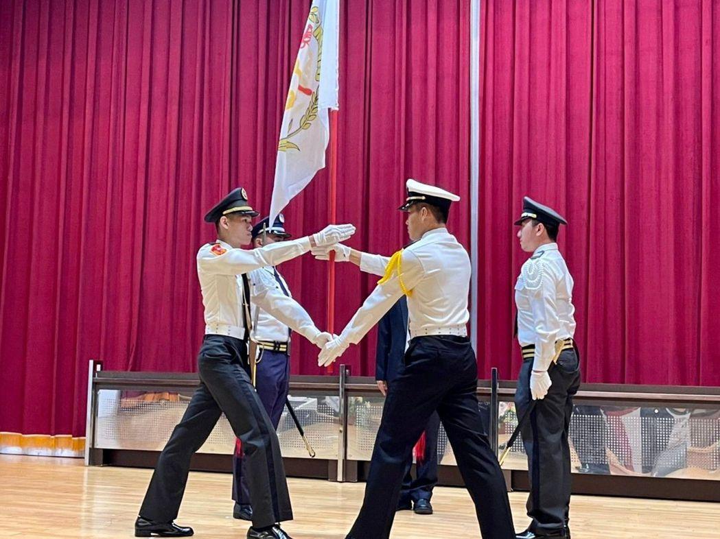 美和ROTC教育中心109-2開訓典禮隊旗交接。 美和科大/提供