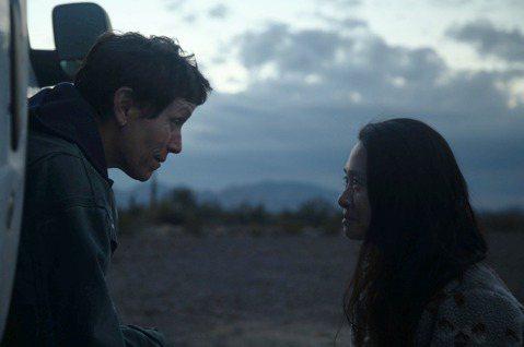 美國片「游牧人生」(Nomadland)在中國引發爭議,好萊塢聲勢卻愈來愈旺,今天在影評人大獎(Critics Choice Awards)一舉拿下最佳影片和最佳導演等大獎。法新社報導,游牧人生上週...
