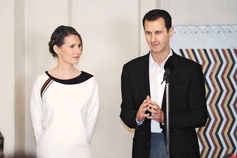 敘利亞總統阿塞德(右)及他的妻子阿斯瑪(左)染上新冠肺炎。