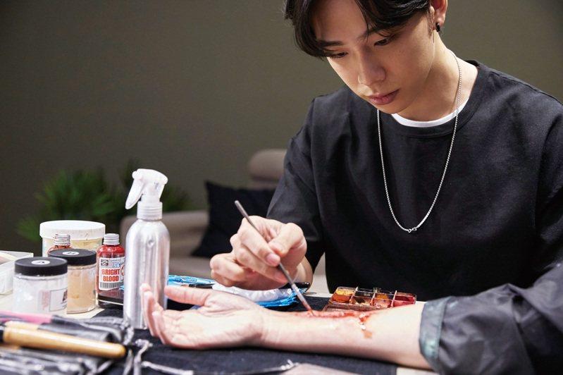 特效化妝師透過彩妝技巧,為影視角色注入鮮明印象。 (攝影/黃政達)
