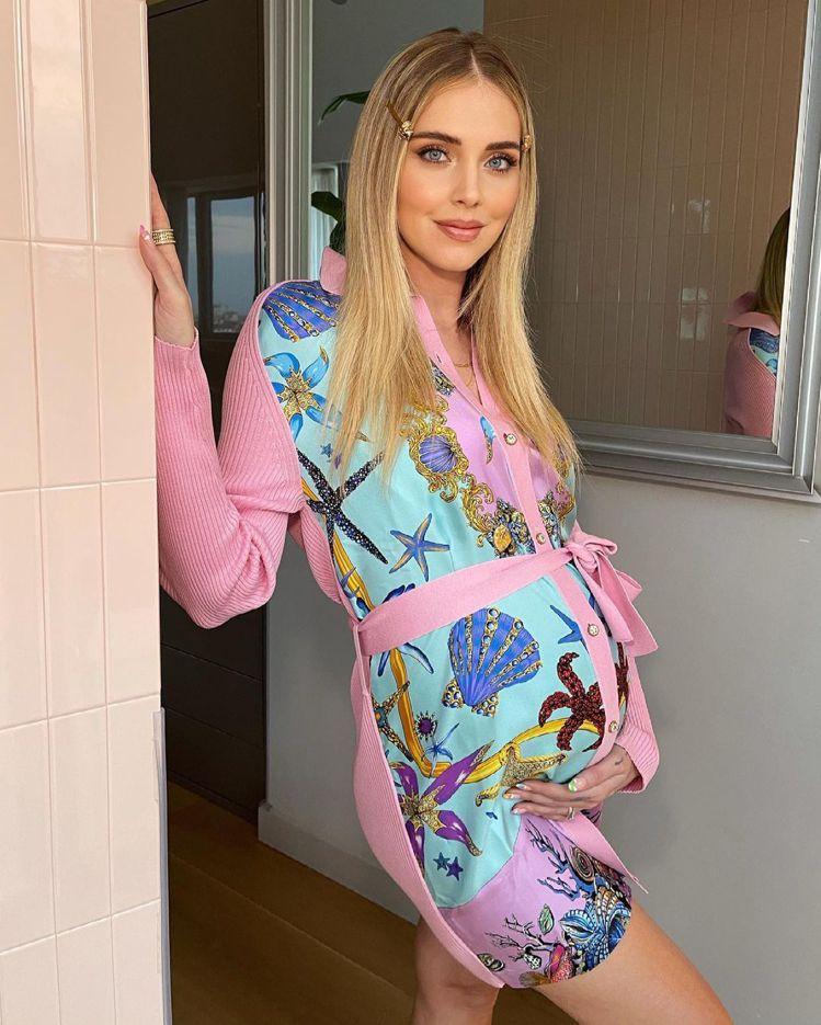 Chiara Ferragni穿Versace針織衫。圖/摘自IG