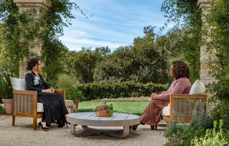 CBS現正播出英國哈利王子與妻子梅根接受名節目主持人歐普拉的專訪。路透