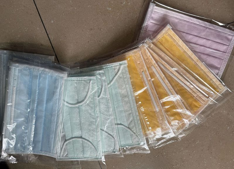鼎泰豐高雄巨蛋店傳出限制口罩顏色,引發員工不滿。記者王昭月/攝影