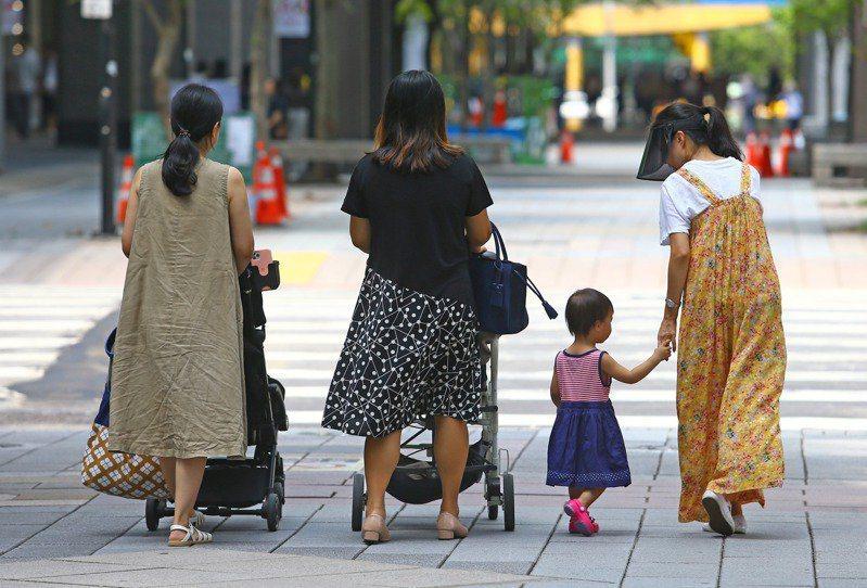 台灣生育率低落,成為不可忽視的社會問題之一。示意圖/本報資料照片