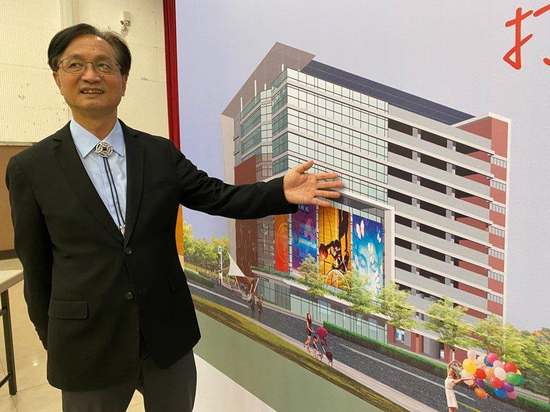 彰化市長林世賢表示,彰化市第二停車場BOT案可引進百貨公司,50年為期可為彰化市帶來20億8809萬元的收益。記者劉明岩/攝影