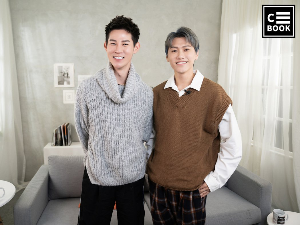 邱宇辰(右)上夏和熙主持的「名人說生活」。圖/CBOOK提供