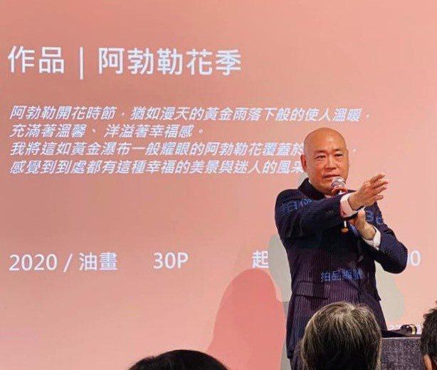 全台首場古蹟慈善拍賣畫家呂月華提供二十一幅作品,由拍賣官劉士民主持。圖/台南知事...