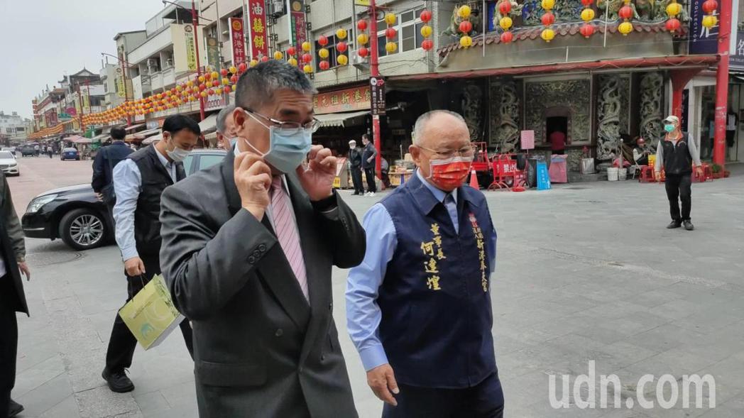 內政部長徐國勇(左)今天上午11時參訪嘉義縣新港奉天宮。記者莊祖銘/攝影