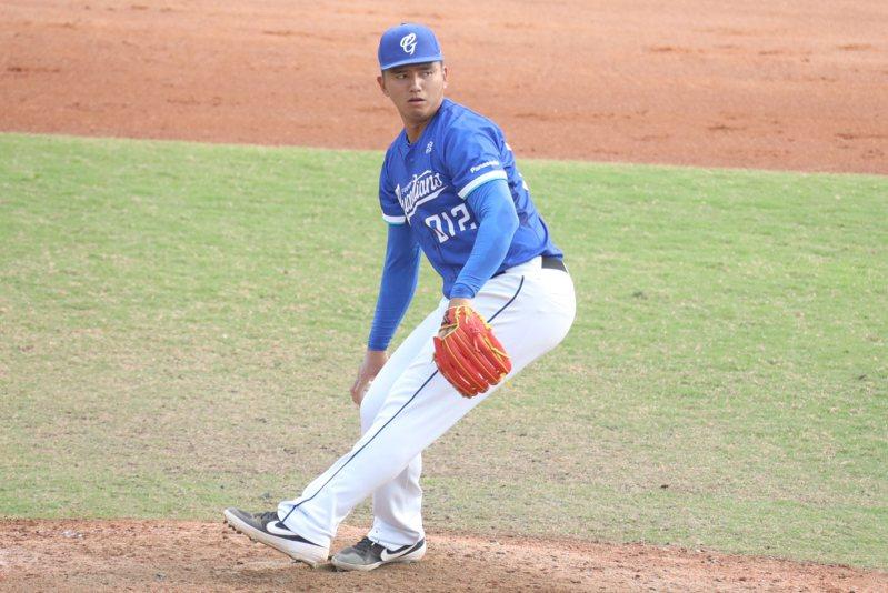 投手劉劭威隨富邦悍將隊春訓測試,確定獲得一紙合約,延續職棒生涯。圖/富邦悍將隊提供