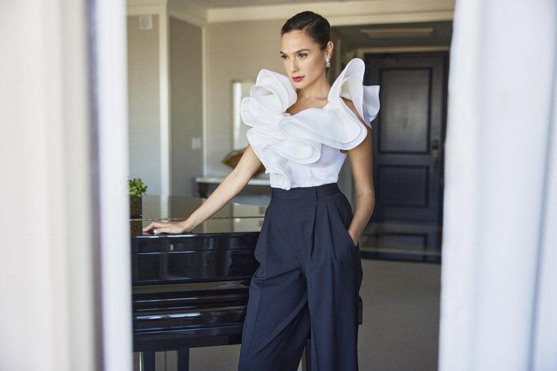 好萊塢女星蓋兒加朵配戴Tiffany珠寶作品。圖/Tiffany提供